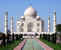 200px-Taj_Mahal_in_March_2004.jpg